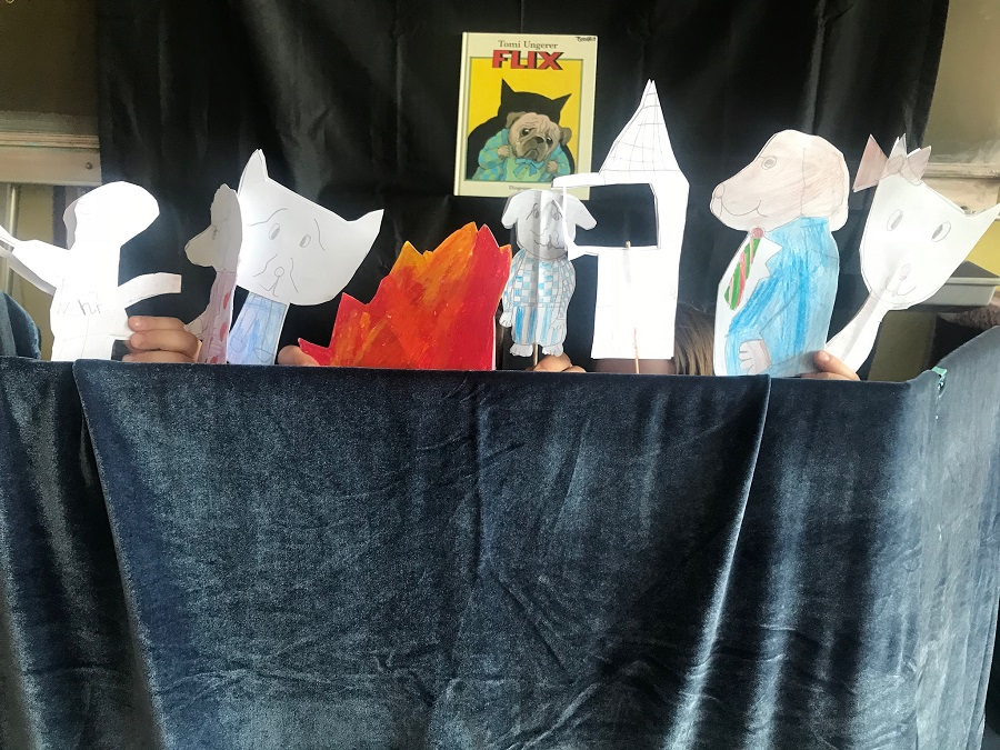 Janina Bernotat's class 1/2a staged a puppet show based on Flix!